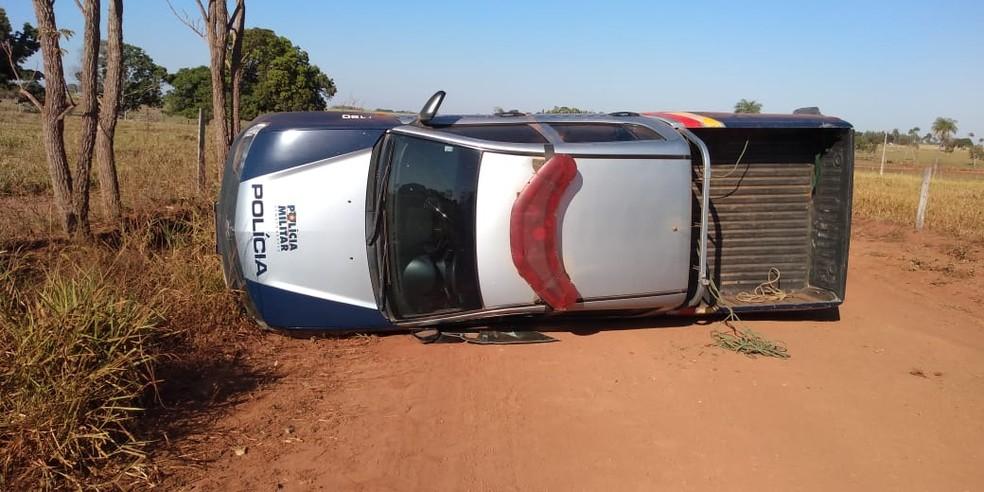 Policial perde controle e viatura capota — Foto: PM-MT/Assessoria