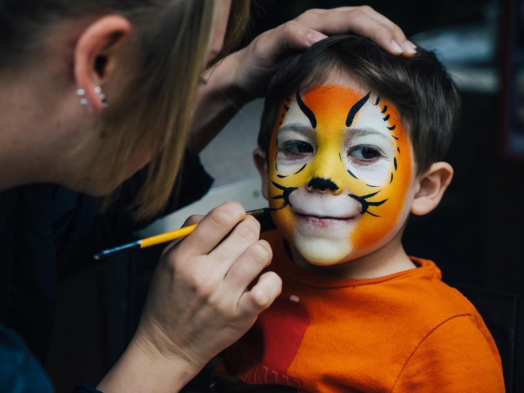 Pintura de rosto é uma das atrações da Viradinha Cultural 2019 (Foto: Getty Images)