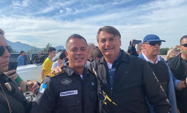 Secretário da Polícia Miliar do Rio de Janeiro, o coronel Rogério Figueredo posa com o presidente Jair Bolsonaro