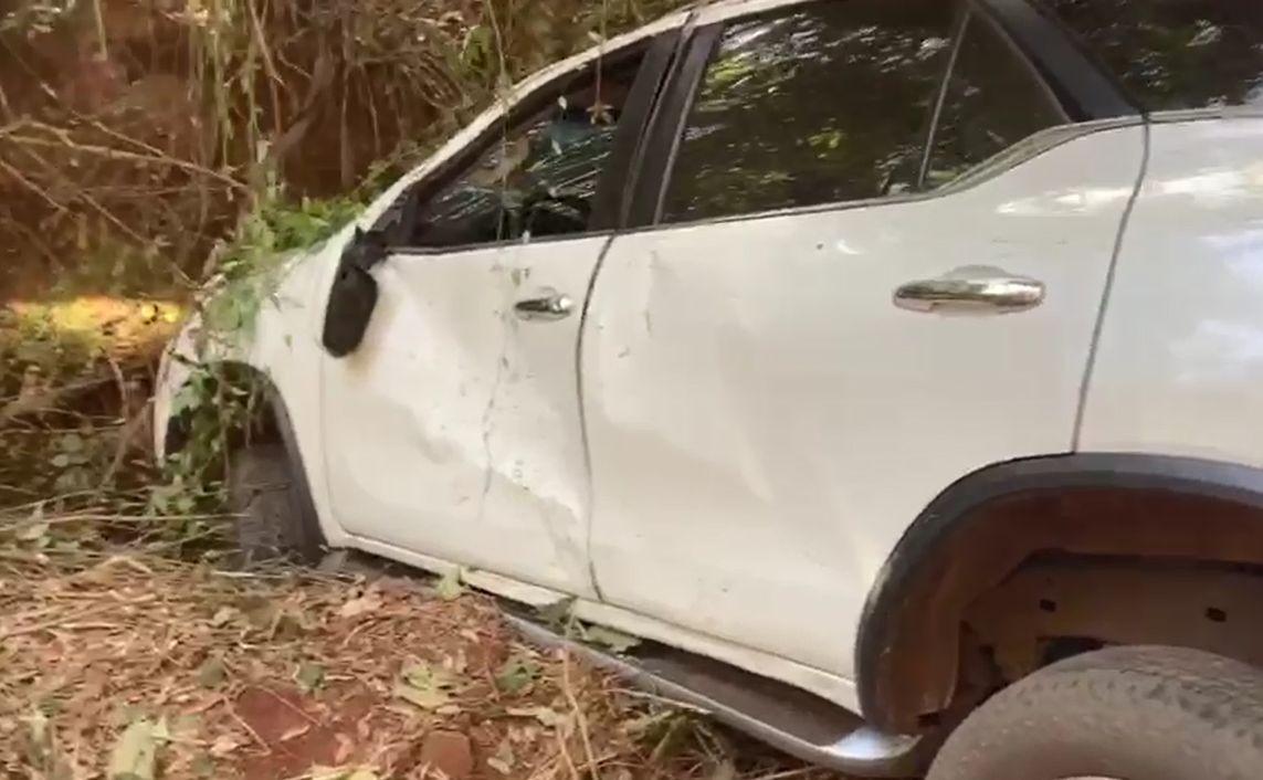 Motorista abandona carro em estrada rural após acidente em Botucatu