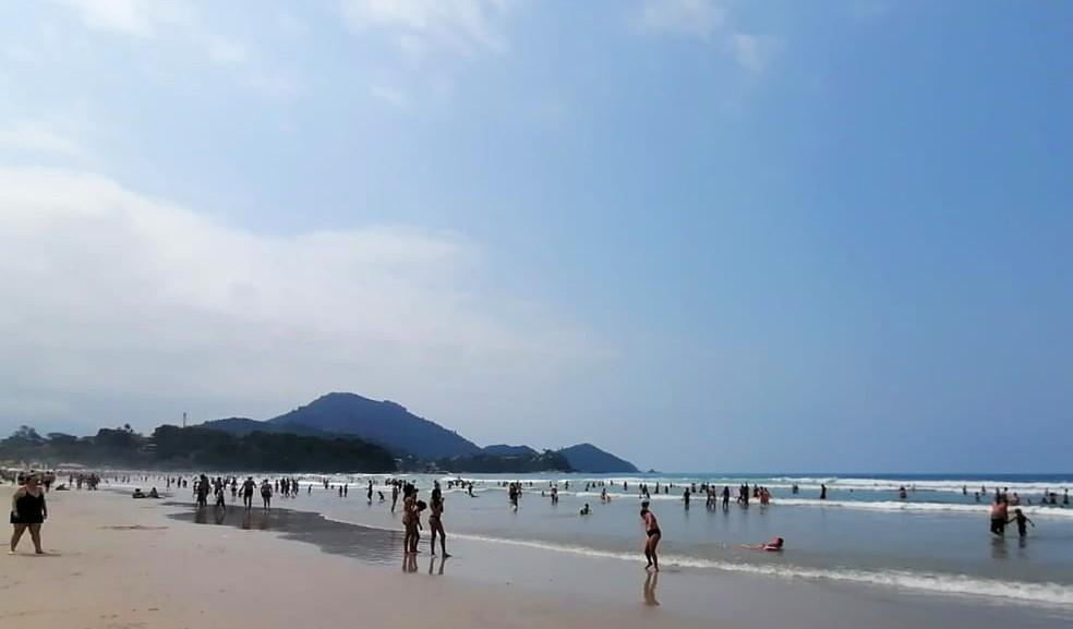 Praia Grande, em Ubatuba, no Feriado da Independência — Foto: Tiago Bezerra/TV Vanguarda