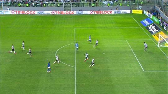 """Análise: Cruzeiro avança ao melhor """"estilo Mano"""", reforça o caixa e mantém sonho do hepta"""