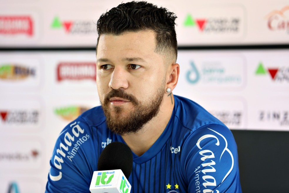 Rossi, atacante do Bahia, concede entrevista coletiva — Foto: Felipe Oliveira/EC Bahia