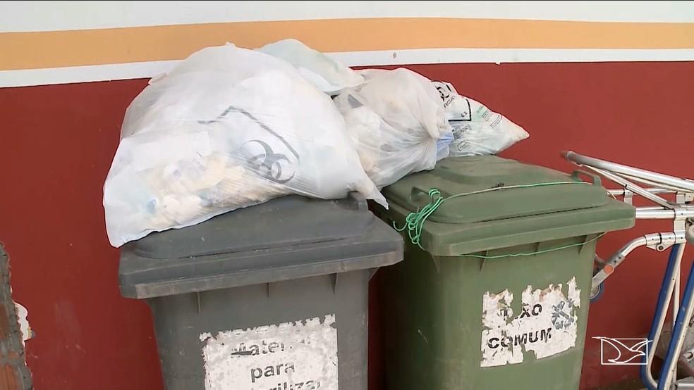 Lixo infectante também continua exposto na unidade do Samu da cidade (Foto: Reprodução/TV Mirante)