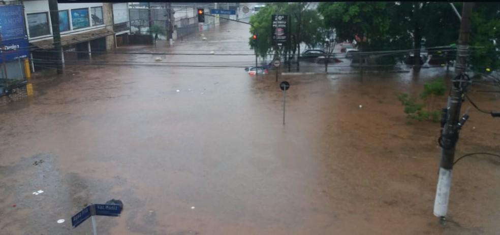 Chuva forte provoca alagamentos na região da Água Fria, na Zona Norte de São Paulo — Foto: Reprodução/Redes sociais