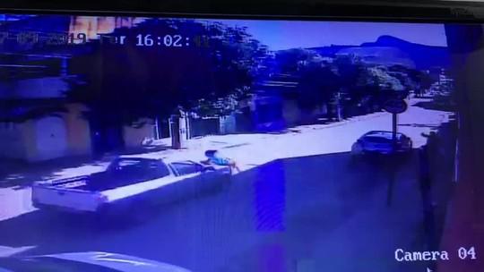 Mãe e filha são atropeladas por carro em João Neiva; assista ao vídeo