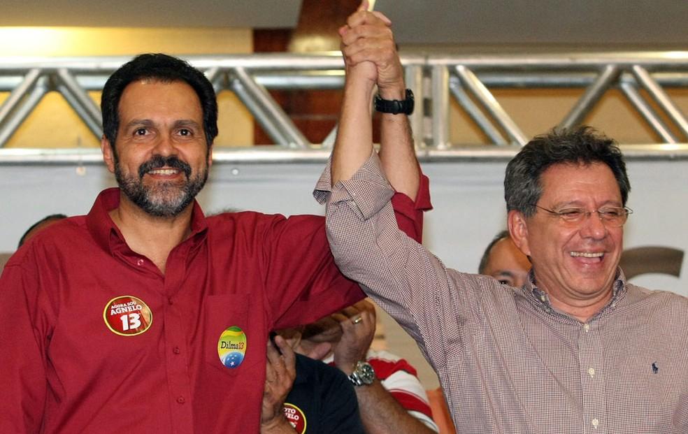 O governador eleito do Distrito Federal, Agnelo Queiroz (PT), ao lado do vice-governador Tadeu Filippelli, em pronunciamento em hotel de Brasília.  (Foto: Givaldo Barbosa/Agência O Globo)