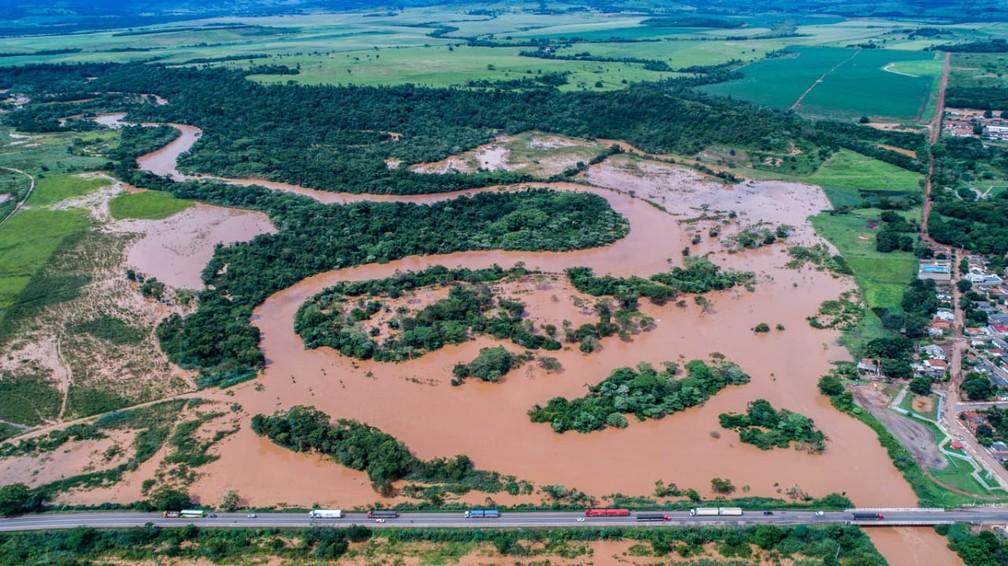 Moradores ribeirinhos do Distrito de Fátima de São Lourenço, em Juscimeira, enfrentam alagamentos após nível do rio subir com chuvas intensas — Foto: Prefeitura de Juscimeira/Assessoria