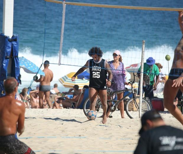 Marcelo no futevôlei (Foto: AgNews)