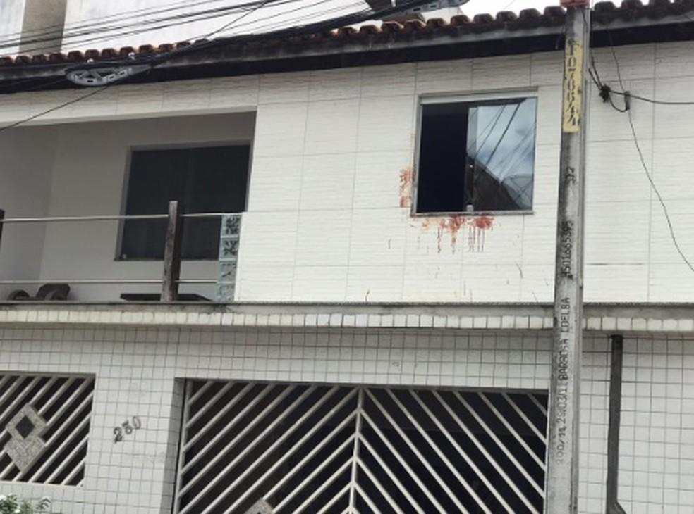 Caso ocorreu no primeiro andar da casa onde suspeito morava, em Santo Antônio de Jesus, na Bahia  — Foto: Site do Voz da Bahia/Thainá Santhos