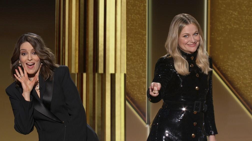 Tina Fey e Amy Poehler apresentam o Globo de Ouro 2021 à distância; Tina está em Nova York e Amy em Beverly Hills — Foto: NBC via AP