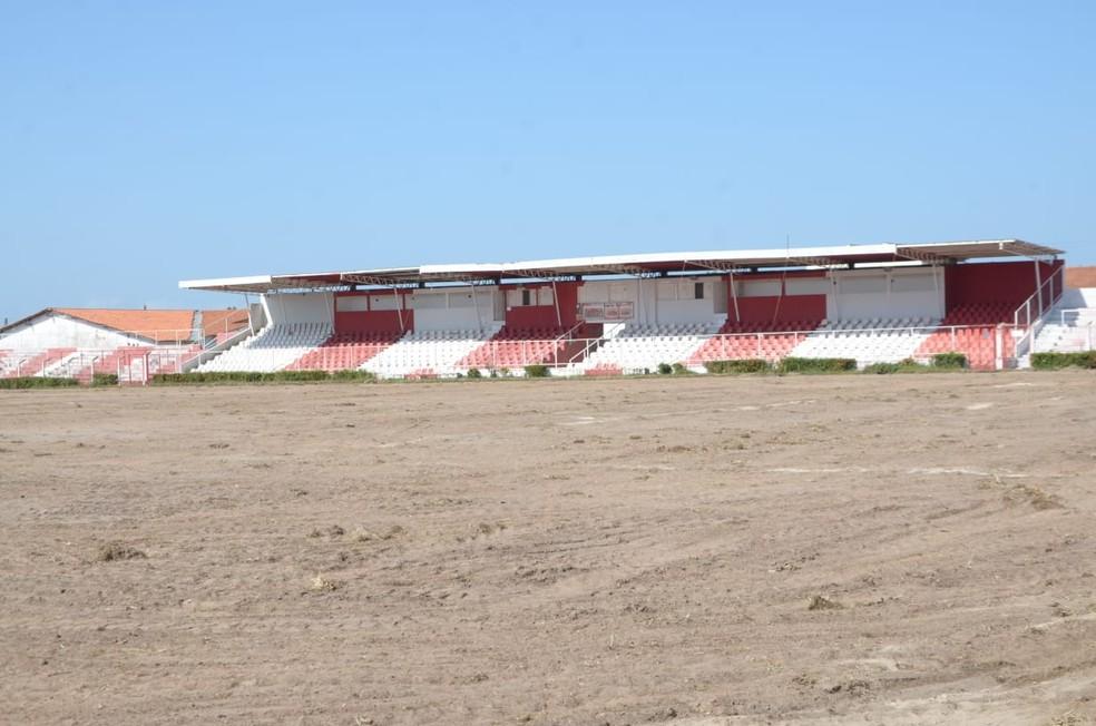 Reforma gramado Arena Ytacoatiara — Foto: Clemilton Miranda/Reporter10.com