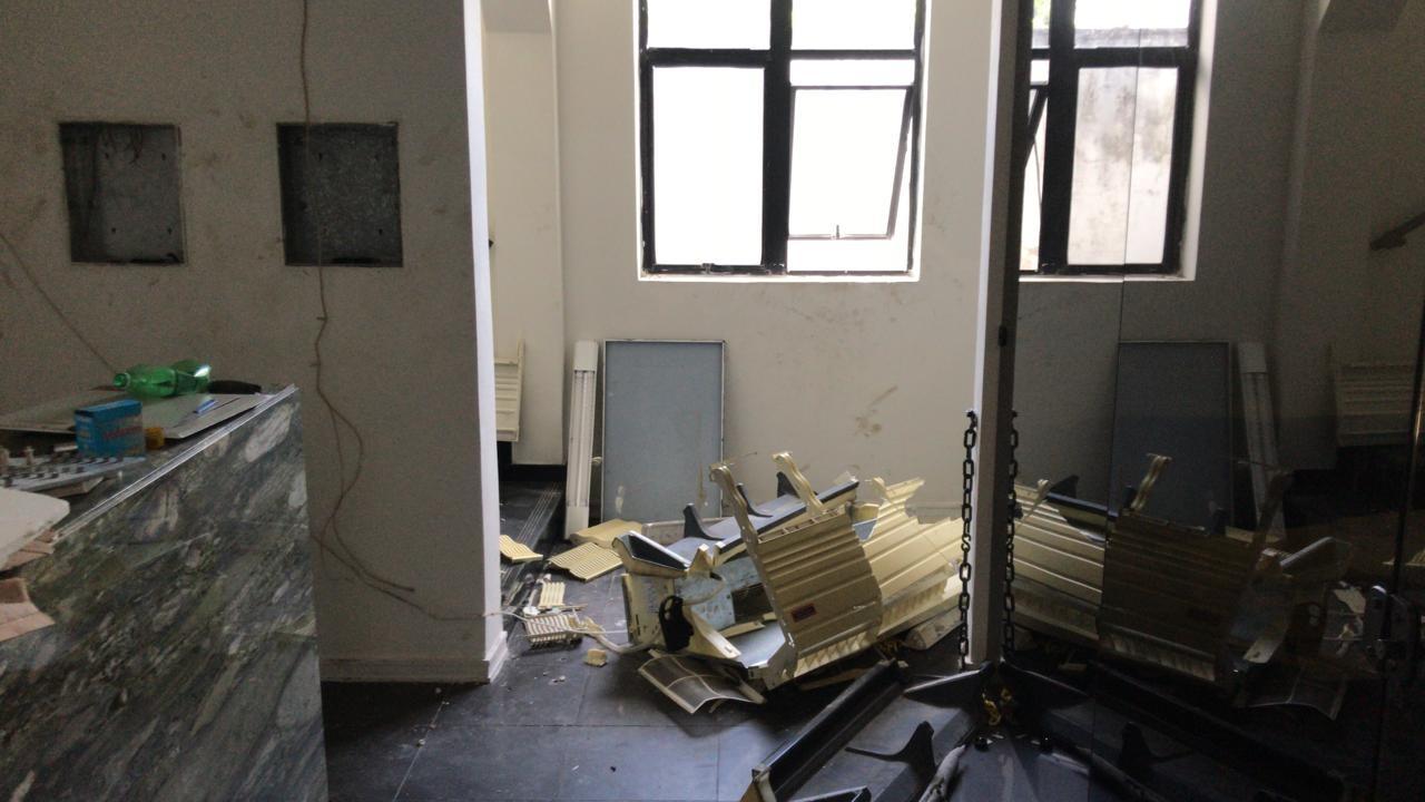 Criminosos invadem prédio, furtam equipamentos e depredam memorial a Aluízio Alves em Natal