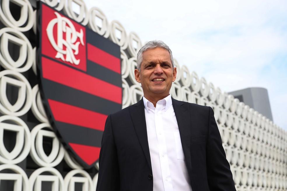 Reinaldo Rueda em seu primeiro dia no Ninho do Urubu (Foto: Gilvan de Souza/Flamengo)