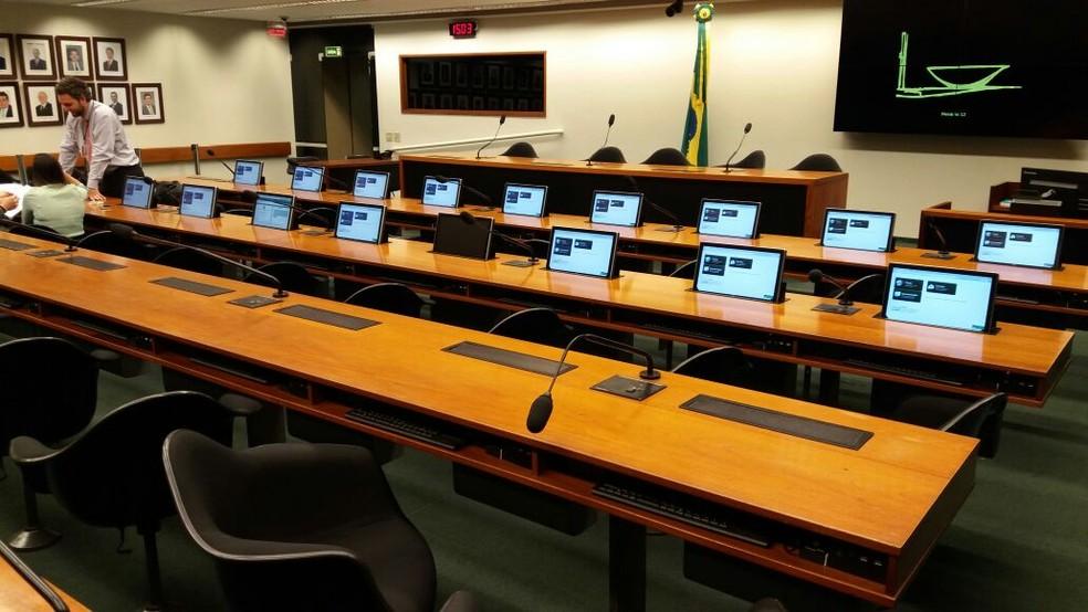 Plenário da comissão da reforma política ficou vazio com o cancelamento da reunião (Foto: Bernardo Caram/G1)
