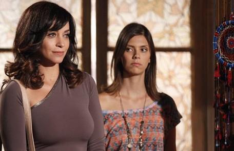Na segunda (27), todos irão se assustar com a chegada de Joana (Suzana Pires), a irmã gêmea de Marcela Reprodução