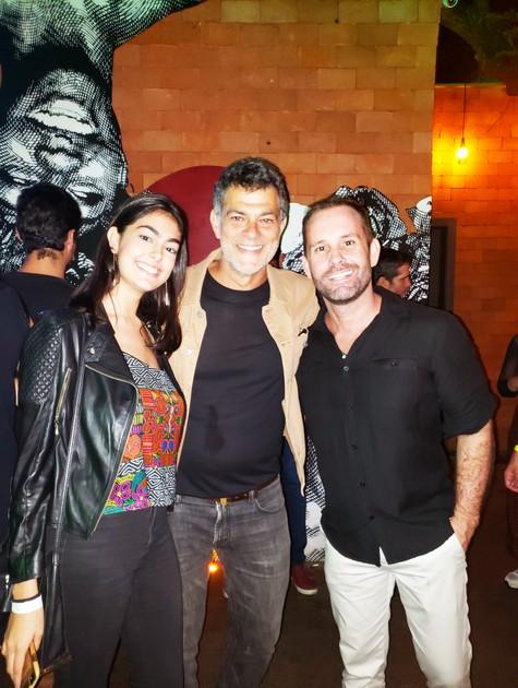 Eduardo Moscovis com a filha, Sofia, e o promoter Leo Marçal (Foto: Vinícius Fragoso Bittencourt)
