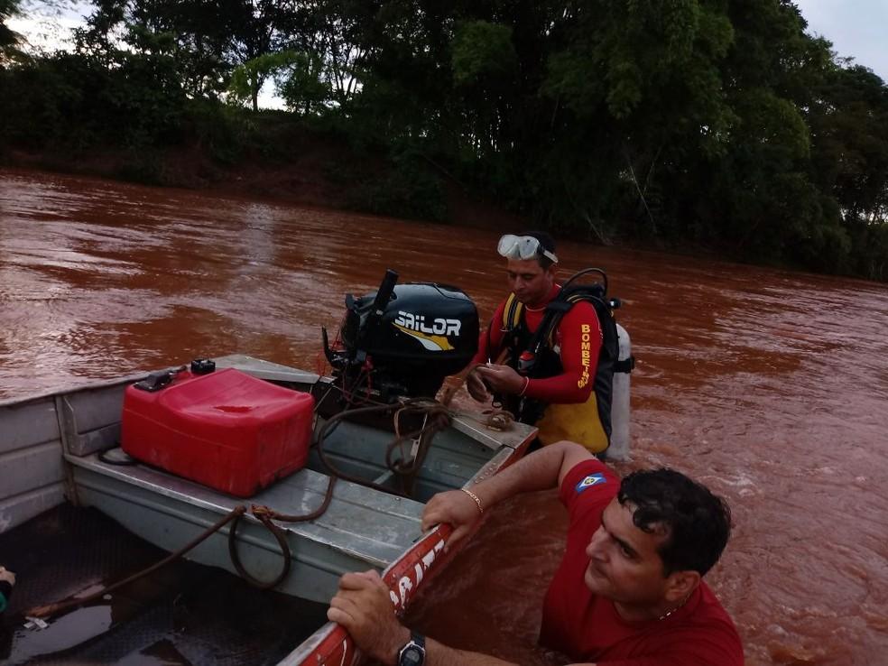 Corpo da vítima estava a quase 30 km do local do acidente no Rio Tadarimana (Foto: Corpo de Bombeiros de MT/Assessoria)
