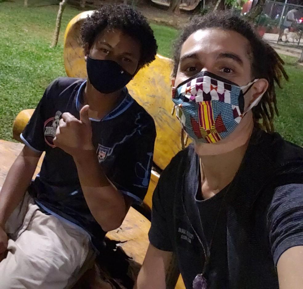 Após mobilização na internet, Gersínio localizou entregador de aplicativo. Vaquinha virtual arrecadou dinheiro para comprar motocicleta. — Foto: Arquivo pessoal