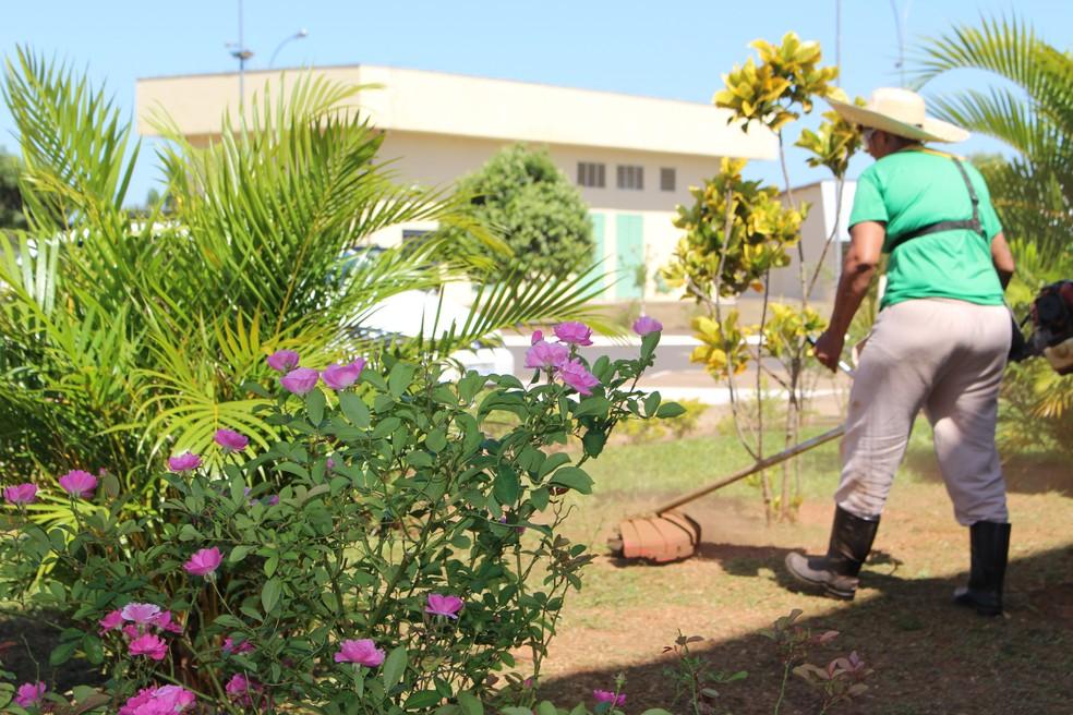 Detentas tem a oportunidade de trabalhar nas dependências da penitenciária de Pirajuí — Foto: Marília Moraes/G1