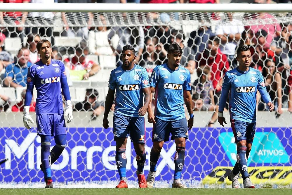 Fragilizado sem Diego e Réver, Flamengo segue em dilema sobre poupar