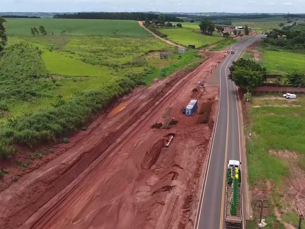 A rodovia está em obras de duplicação, no trecho entre Paranavaí e Mandaguaçu, no norte do Paraná, desde 2015. (Foto: Viapar/Divulgação)