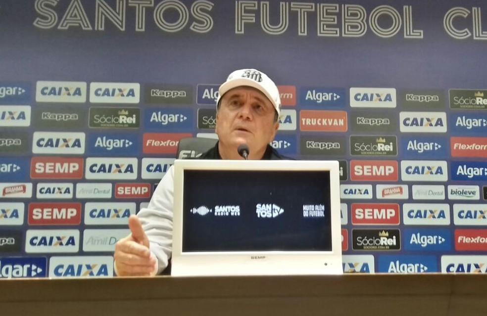 Levir Culpi concedeu entrevista coletiva após a partida contra o Atlético-PR (Foto: Lucas Musetti)