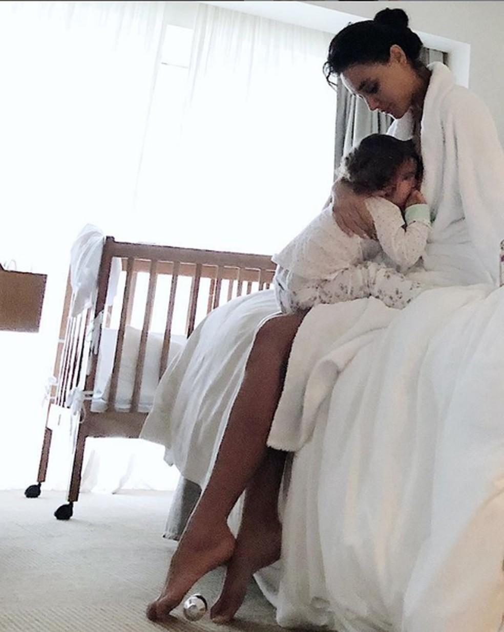 Débora Nascimento e a filha, Bella — Foto: Reprodução/Instagram