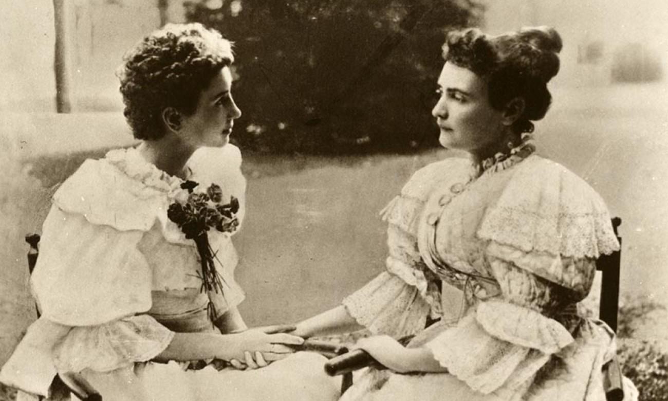 Helen Keller (à esquerda) ao lado da professora Anne Sulivan (Foto: Divulgação)