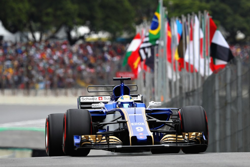 Sauber leva susto na saída de Interlagos (Foto: Getty Images)
