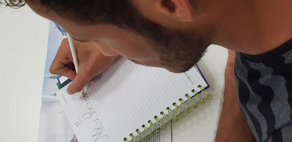 Concurso de poemas tem inscrições online — Foto: Ariane Marques/G1/Arquivo