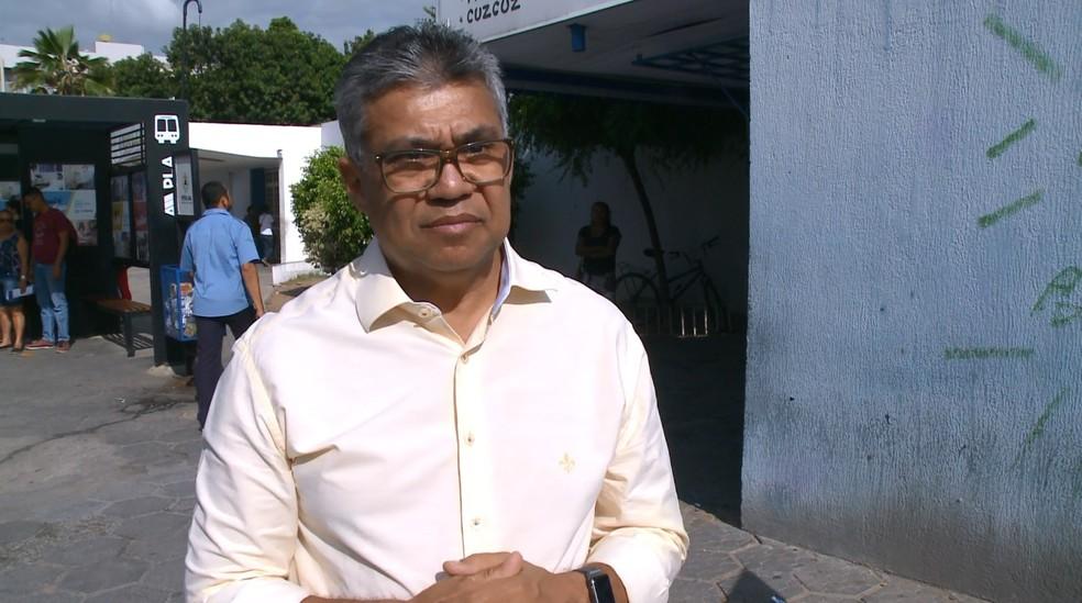 O secretário José Carlos Alves levado consciente para um hospital particular de Petrolina — Foto: Reprodução/TV Grande Rio