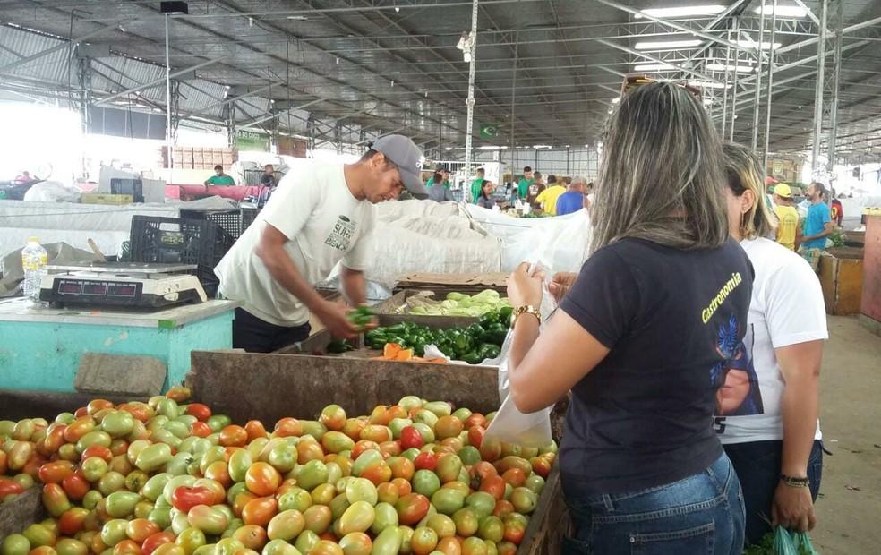 Ceasa-PE registrou queda de 35% no número de clientes desde o início da greve dos caminhoneiros (Foto: Clarissa Góes/TV Globo)
