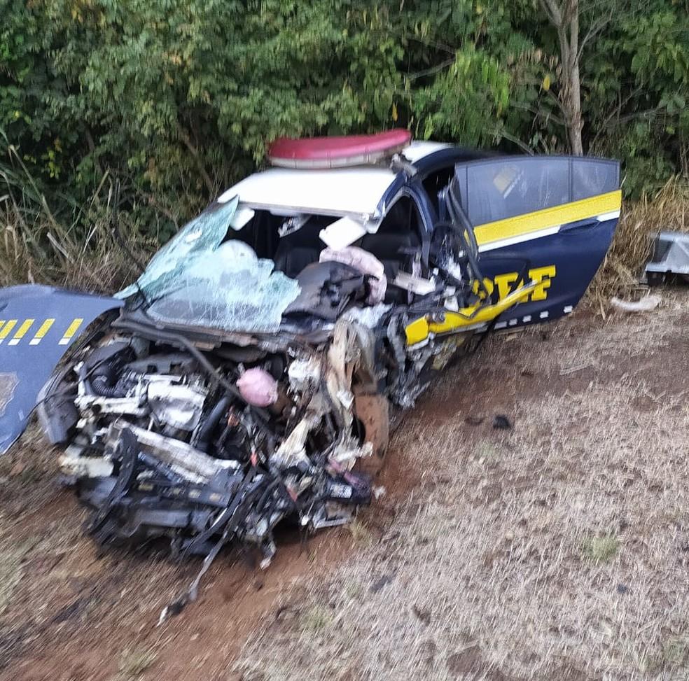 Agente da PRF saiu ileso de acidente, diz Corpo de Bombeiros  Foto: Corpo de Bombeiros/Divulgação