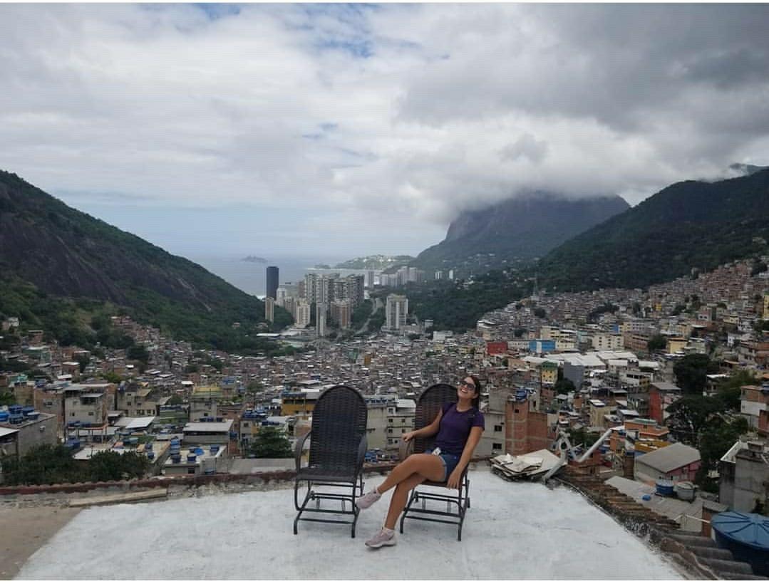 Turismo de experiências no Brasil vai de aula de funk no Arpoador à 'noite da moqueca baiana' thumbnail