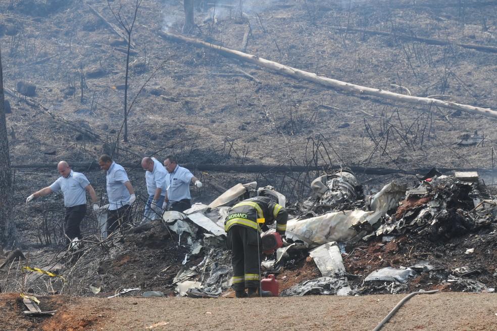 Avião caiu em Piracicaba (SP) na manhã desta terça-feira (14) — Foto: PAULO RICARDO/FUTURA PRESS/FUTURA PRESS/ESTADÃO CONTEÚDO