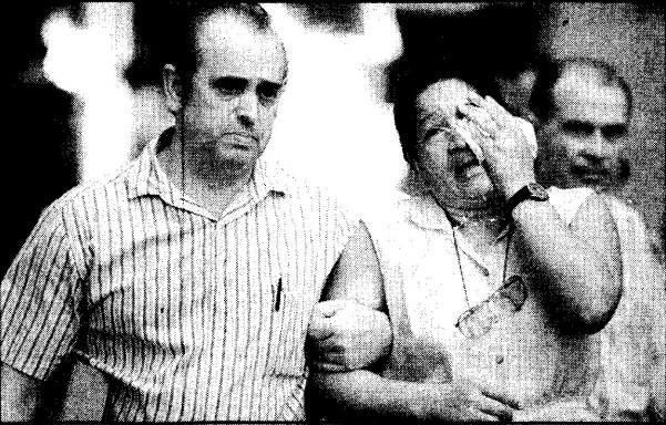Mulher chora morte de se marido em incêndio na Beneficência Portuguesa, em 1993