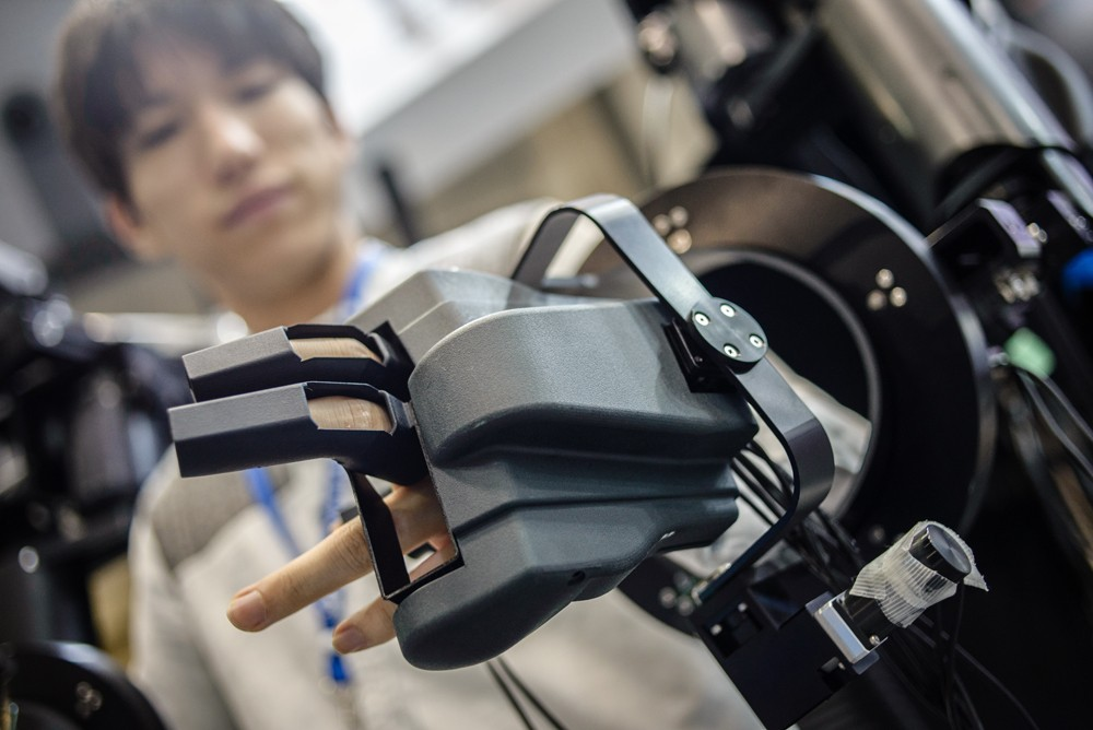 Remote operated robot is demonstrated during the Japan Robot Week 2018, the exhibition is held in Tokyo, Japan on October 17, 2018. Japan Robot Week is a trade show specialized in service robots and robot-related technologies. This event aims to create th (Foto: NurPhoto via Getty Images)