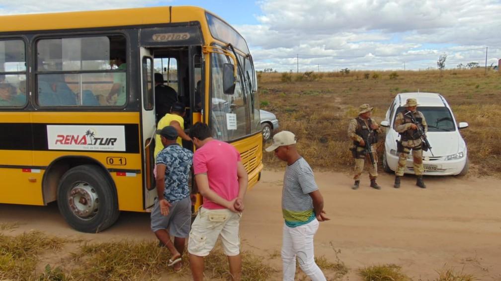 Cerca de 150 pessoas são presas em rinha de galo no oeste da Bahia — Foto: Blogbraga