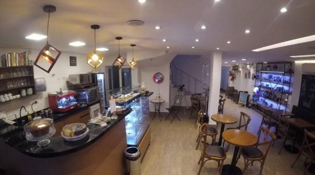 Além dos experimentos, o local oferece café, salgados e doces (Foto: Divulgação)