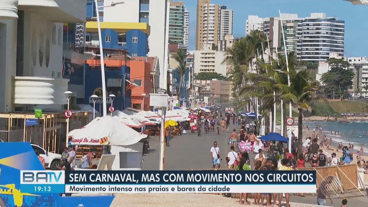 Praias e restaurantes de Salvador têm movimento intenso de baianos e turistas neste sábado