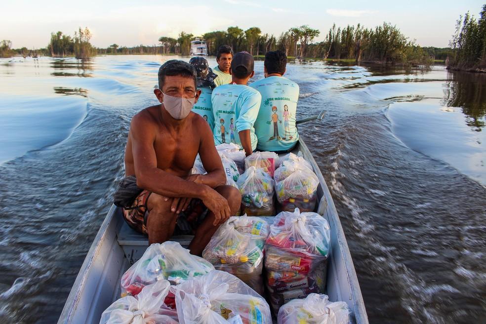 Cestas básicas são levadas a comunidades de Juruti, no PA — Foto: IJUS/Divulgação
