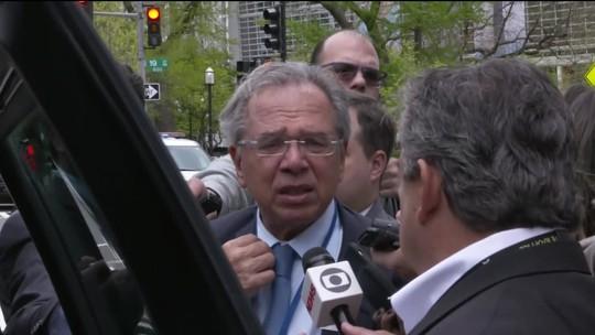 """""""Uma conversa conserta tudo"""", diz Guedes sobre preço do diesel"""