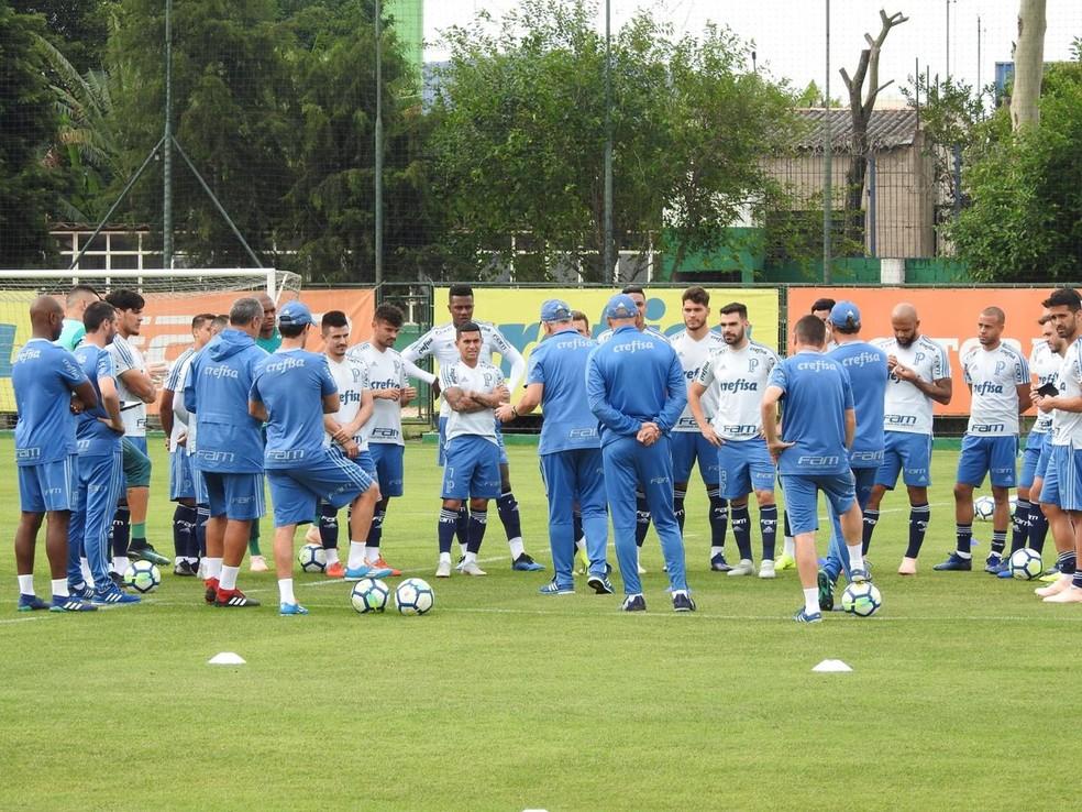 Felipão reúne elenco em treino recente do Palmeiras: dúvidas e opções para enfrentar o Flamengo — Foto: Felipe Zito