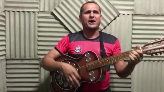 """Repentista faz homenagem e diz que """"Flamengo é melhor com sobra no futebol brasileiro"""""""