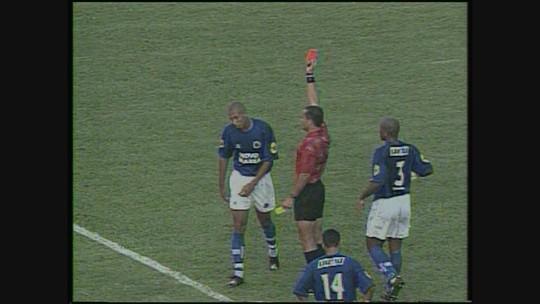 Você se lembra? Em jogo de expulsões, Coelho vence o Cruzeiro na Série A de 2001