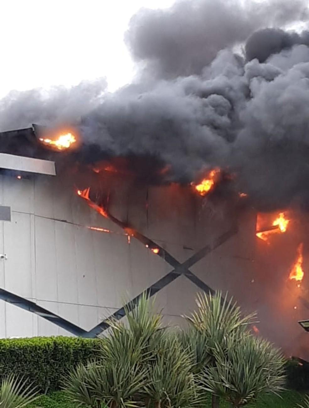 Outlet Premium tem lojas destruídas por incêndio em Itupeva — Foto: Valdeir Marques dos Santos/Arquivo pessoal