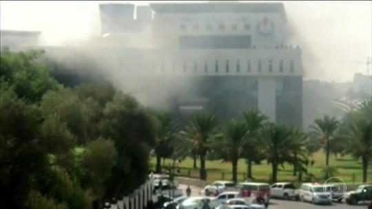 Homens armados atacam sede da companhia nacional petrolífera da Líbia