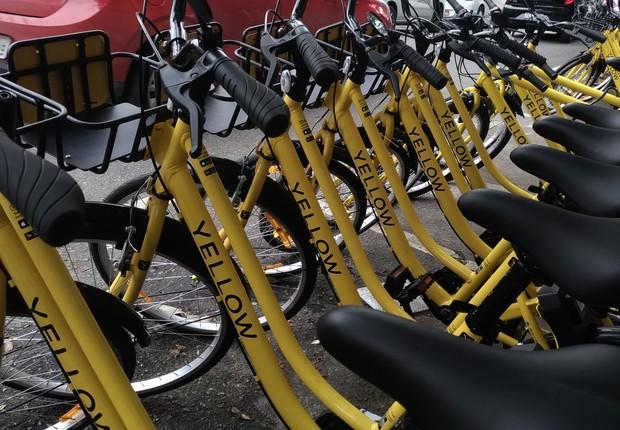 Bicicletas da Yellow em rua na região da Vila Olímpia (SP) (Foto: Barbara Bigarelli)
