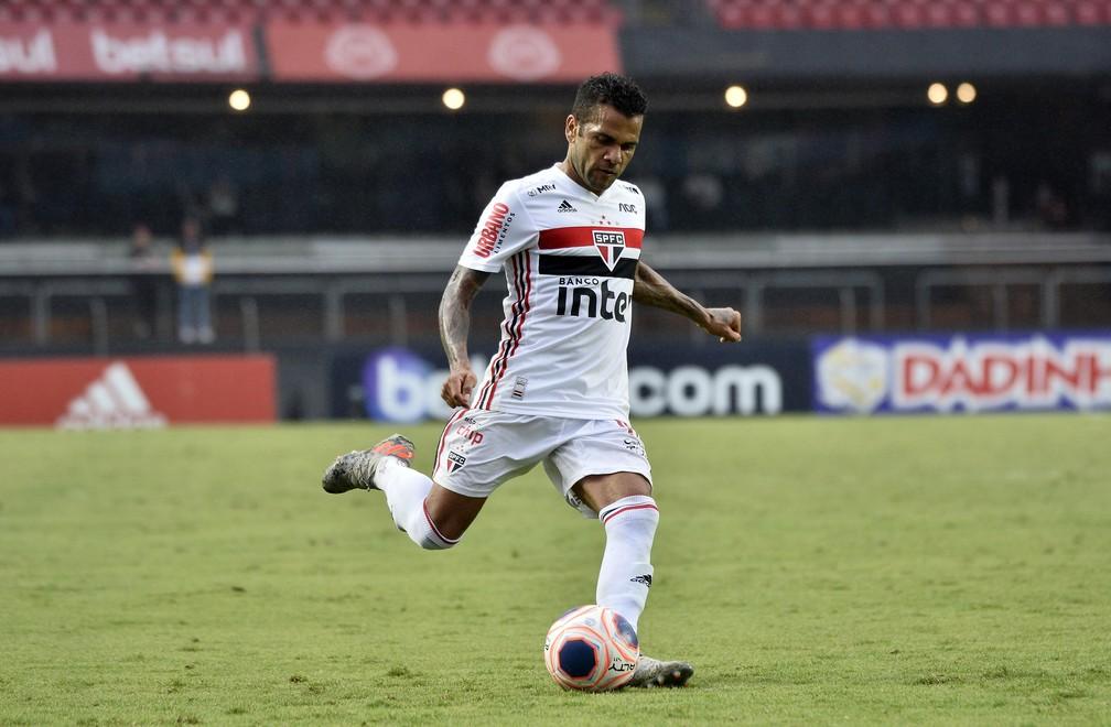 Daniel Alves, do São Paulo, é o artilheiro do elenco no ano, com cinco gols — Foto: Marcos Ribolli